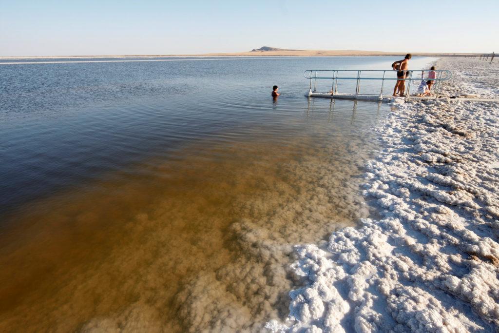 проживая в такой местности с соленым воздухом - легкие будут всегда здоровы, но вот морщины появятся раньше