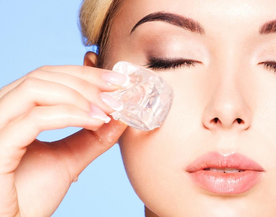 Лед, как средство для подтяжки кожи вокруг глаз
