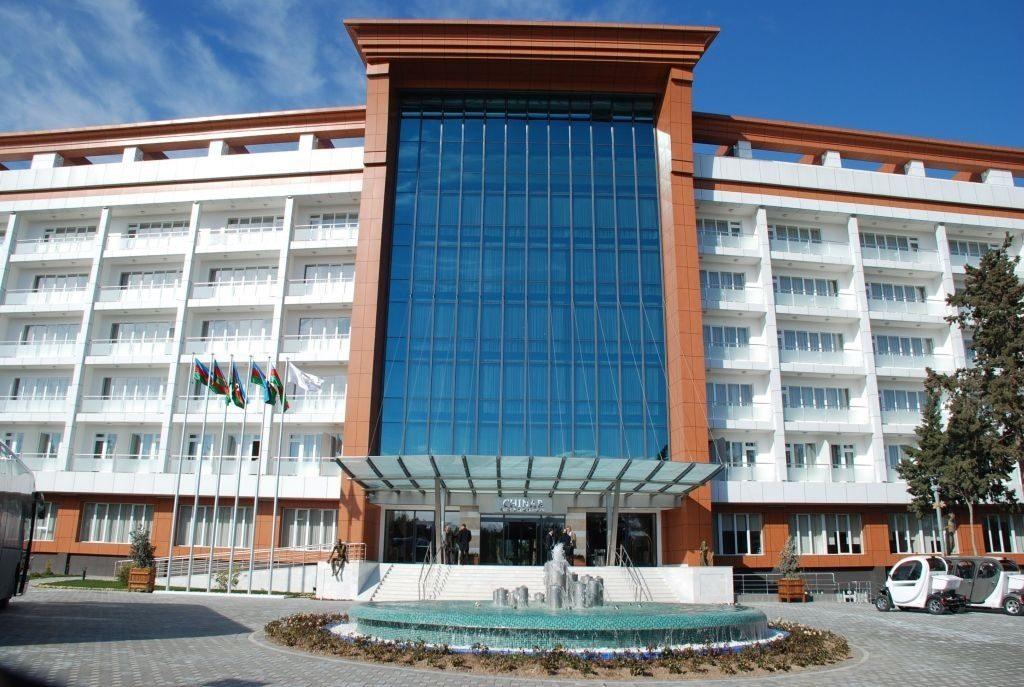 Отель в городе Нафталан, здесь проводят нефтяные СПА сеансы