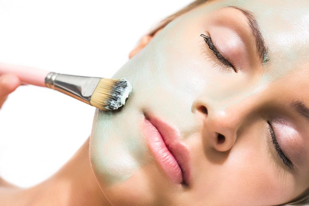 Традиционные маски будут более эффективными, если перед их нанесением посетить сауну