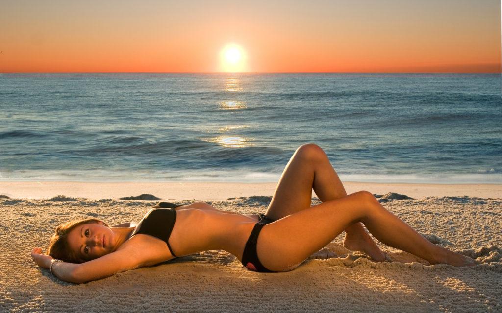 принимать солнечные ванны можно и на закате, если есть какие-то ограничения для полноценной гелиотерапии